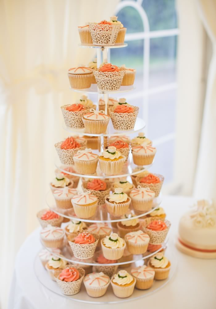 Match The Cases And Decoration To Your Wedding Venue Theme Enjoy Ease Simplicity Of Serving A Cupcake Tower Cake