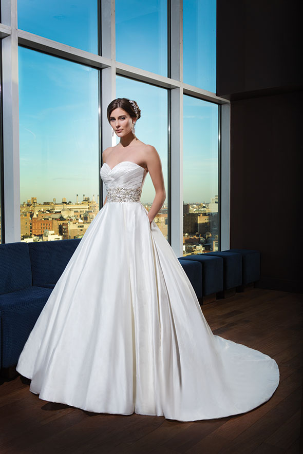 The Best Wedding Dresses For Curvy Brides